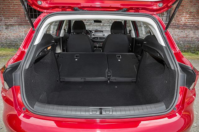 <b>Ladevolumen:</b> Ladevolumen des Fiat Tipo 5-Türers ist mit 440 Litern erheblich größer als bei anderen Kompaktwagen (meist zwischen 360 und 400 Litern).